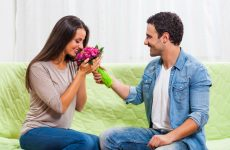 7 Successful Ways to Get a Man's Attention