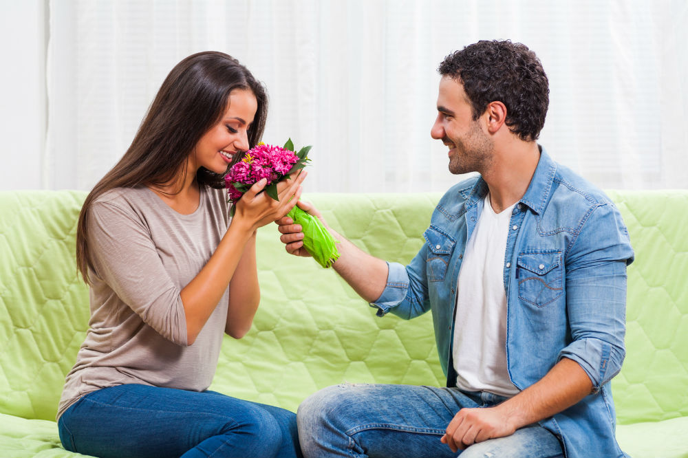 7 Successful Ways to Get a Mans Attention