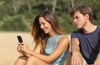 how to write a good online dating profile (advice for women)